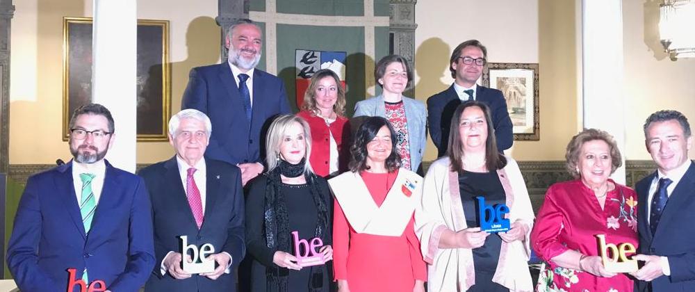 La Presidenta de la AVT recibe el premio Be Líder