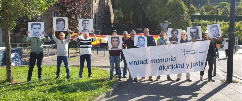La AVT hace frente al escrache a la Guardia Civil en Oñate