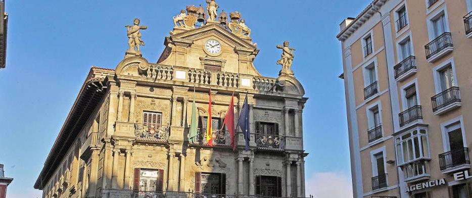 Pamplona coloca placas en recuerdo a las víctimas, una reivindicación histórica de la AVT