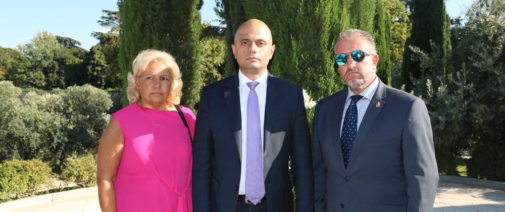 La AVT acompaña a la embajada británica en el Bosque del Recuerdo