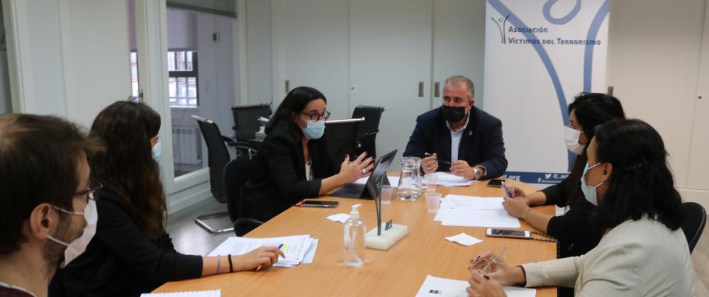 Reunión de trabajo con la Comisionada para la Atención a las Víctimas del Terrorismo de la CAM