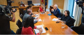 La AVT se reúne con la portavoz del PP en el Congreso, Cayetana Álvarez de Toledo