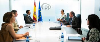 La AVT reclama a Casado el aislamiento político de Bildu en las instituciones
