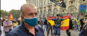 La AVT asiste a la protesta organizada por JUSAPOL en el Congreso por el pésame de Sánchez a un etarra