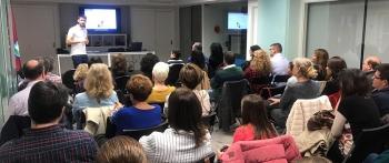 Medio centenar de asociados asisten al taller 'Magia entre individuos: la inteligencia colectiva y el Efecto Pigmalión'