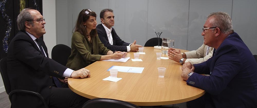 El presidente de la AVT se reúne con el Grupo Parlamentario Socialista en la Asamblea para trasladarle las inquietudes de las víctimas